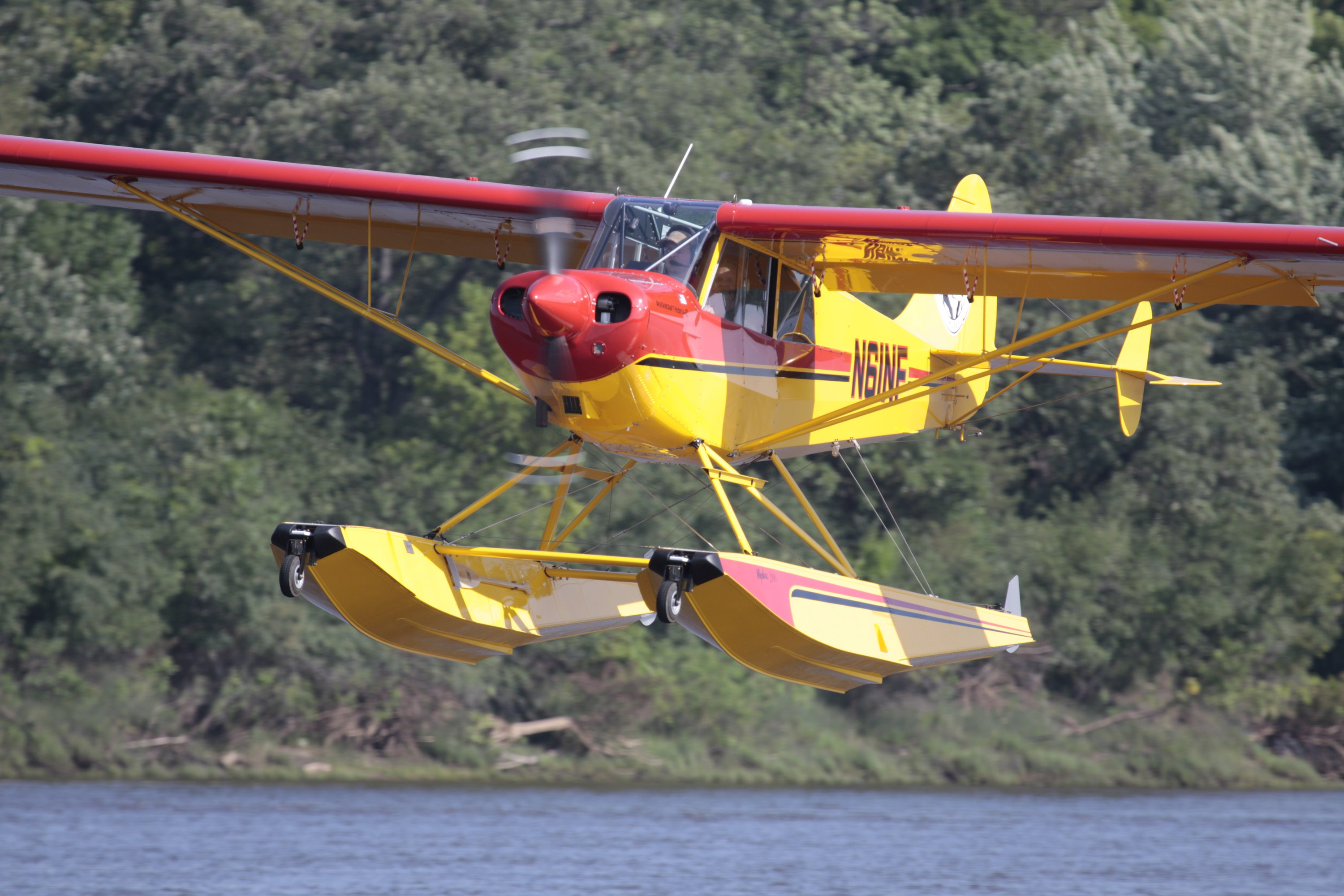 Aviat Husky A1C on Wipline 2100 Floats