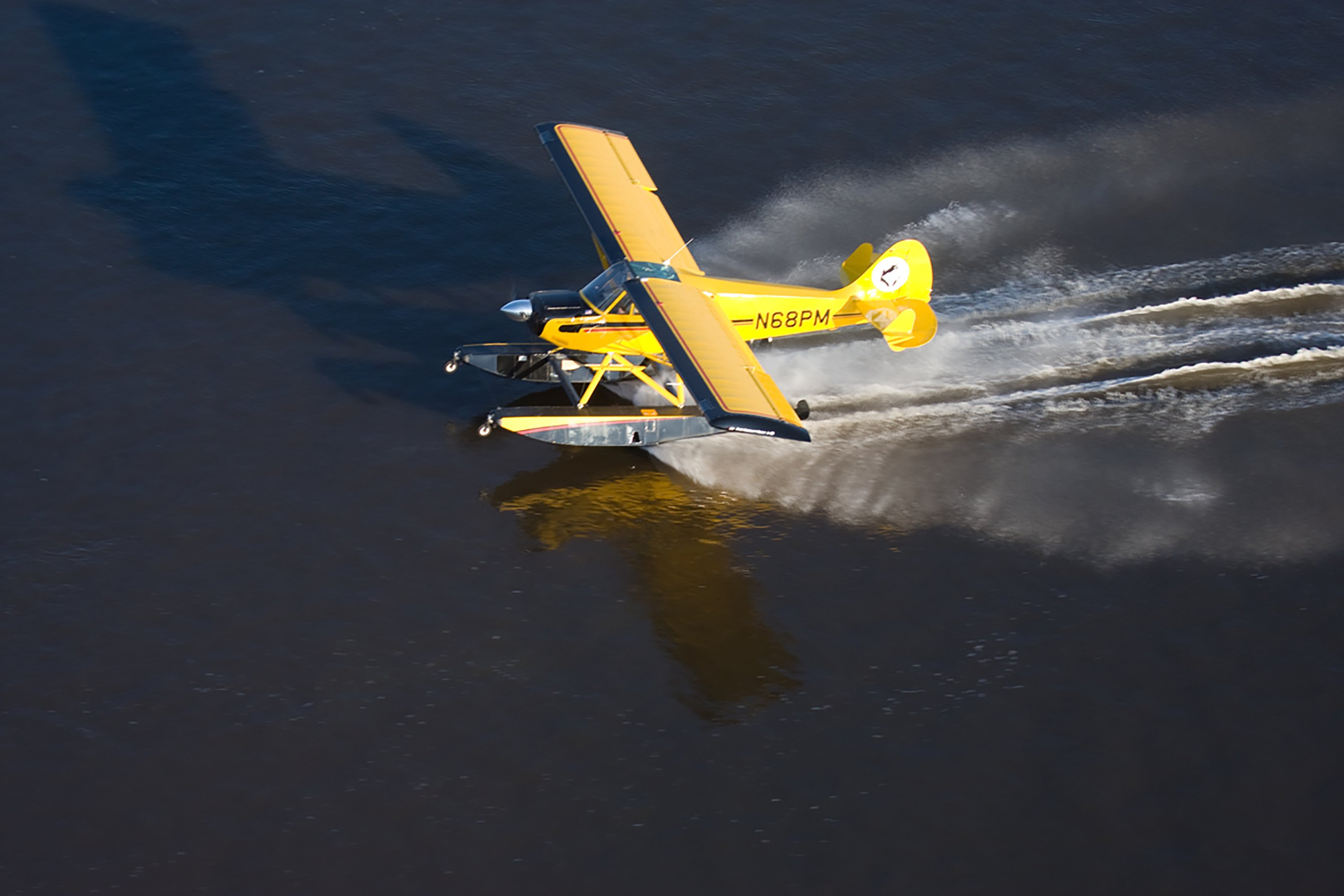 Aviat Husky A1B on Wipline 2100 Floats