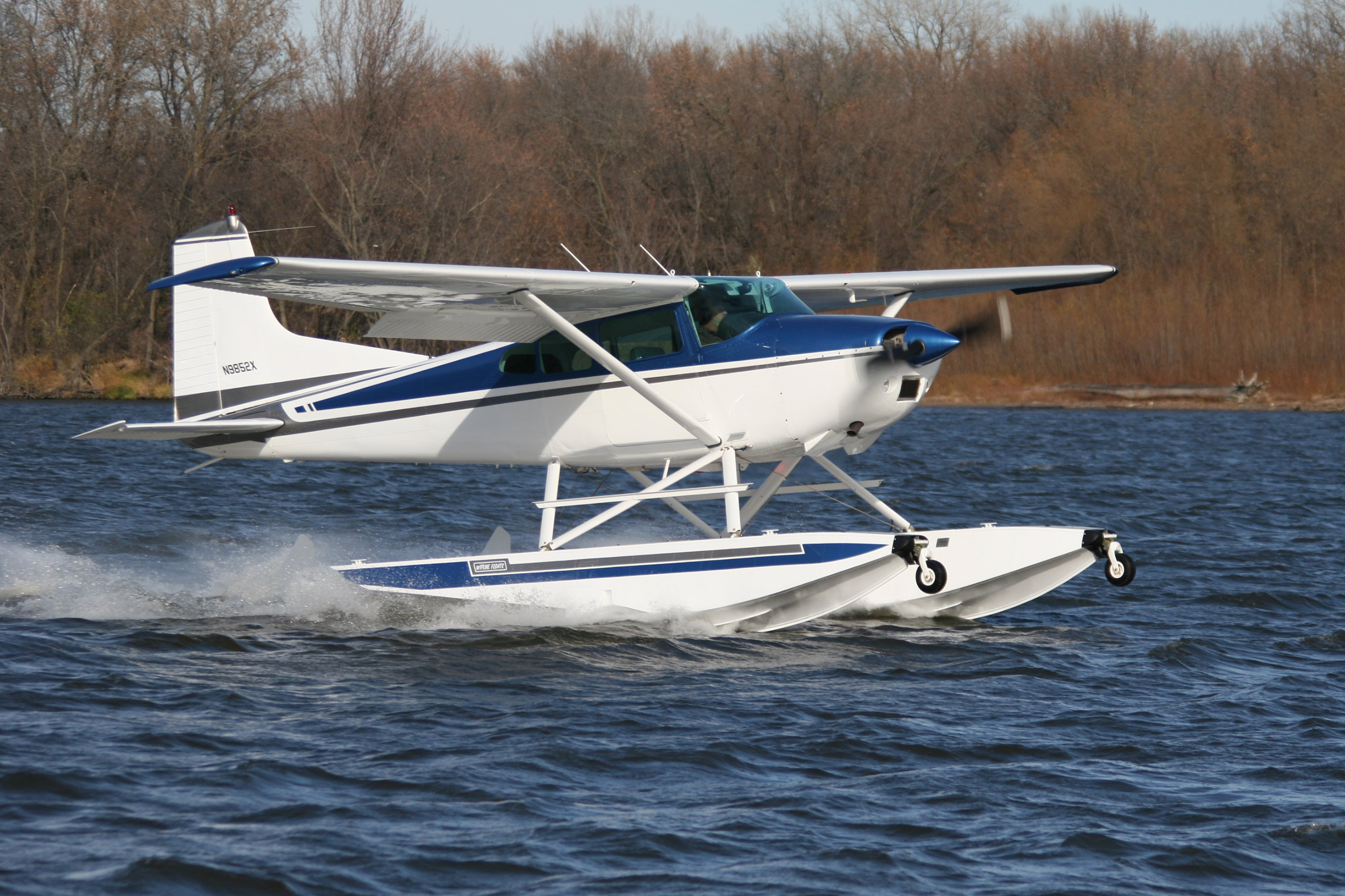 Cessna 185 on Wipline 3000 Floats