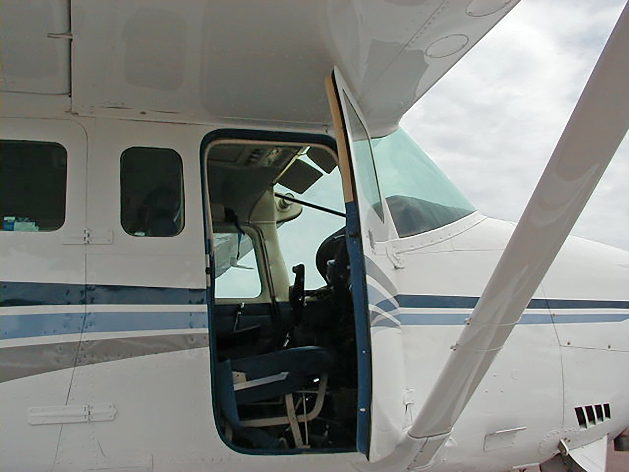 Cessna 206 Co-Pilot Door Open
