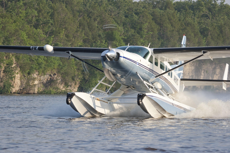 Cessna Caravan on Wipline 8750 Floats