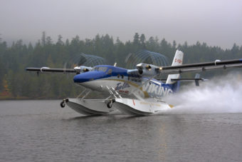 Viking Series 400 Twin Otter on Wipline 13000 Amphibious Floats