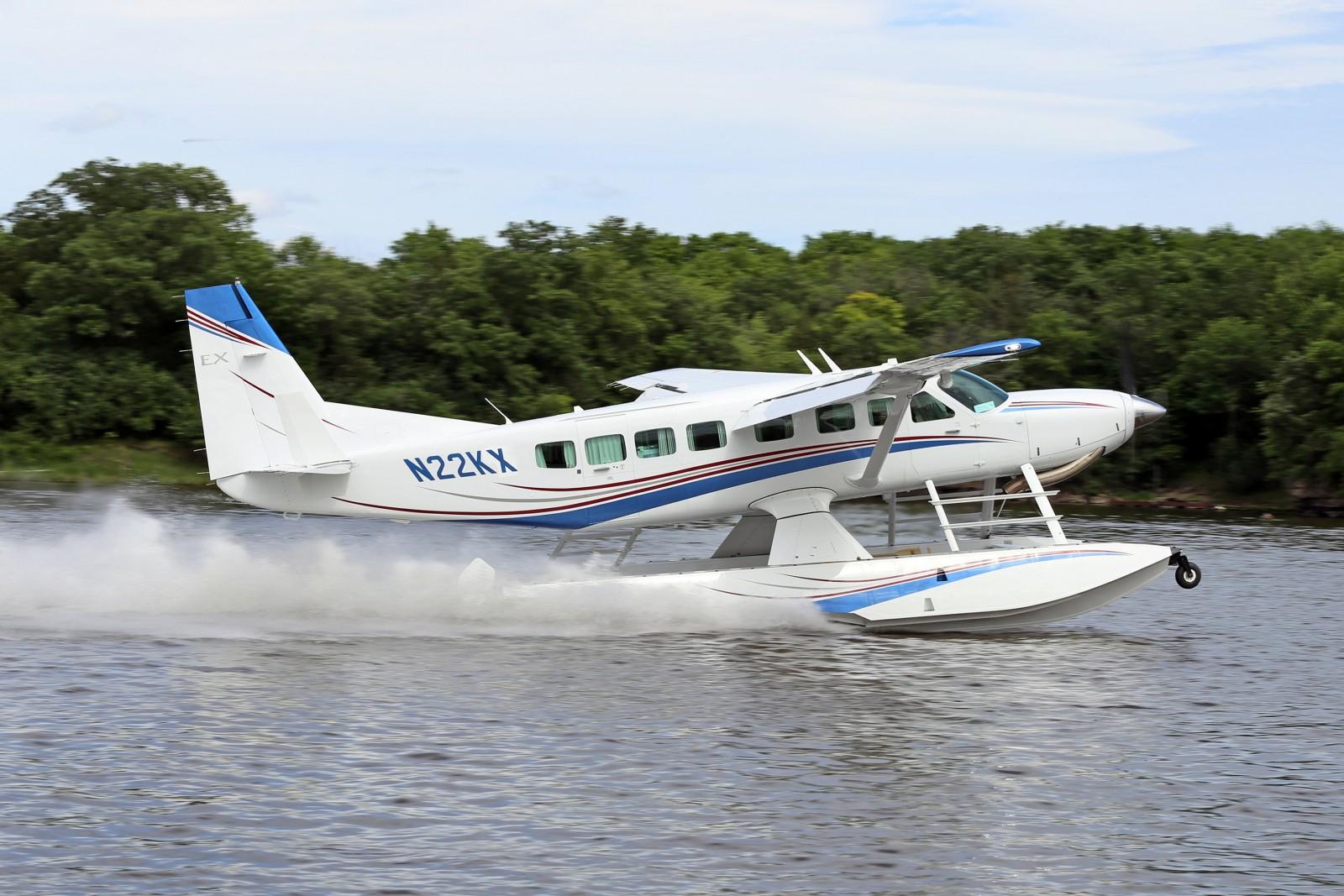 Image of a Cessna Grand Caravan on Wipline 8750 Floats