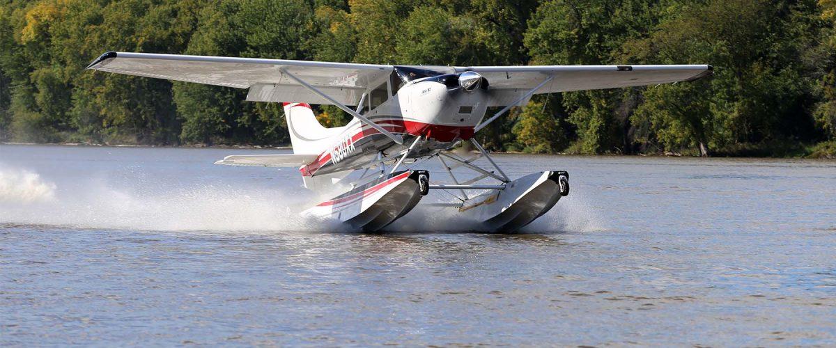 Boss 182 on Wipline 3000 Amphibious Floats