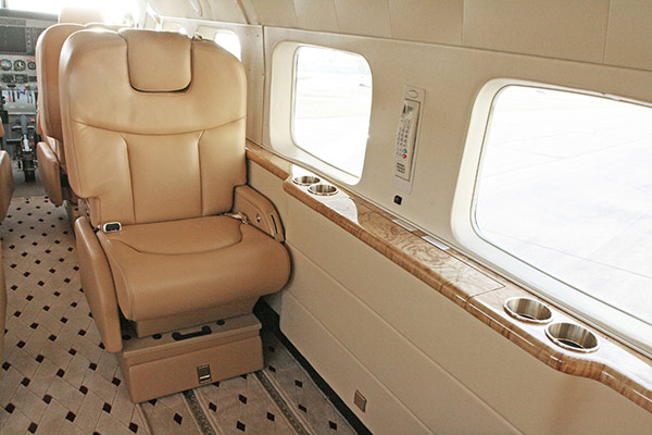 Cessna-208B-With-Aurora-Interior-05-slideshow