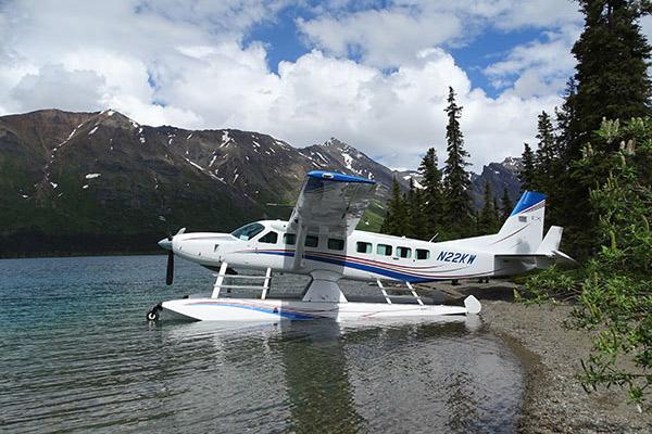 Cessna-Grand-Caravan-Seaplane-In-Lake-slideshow