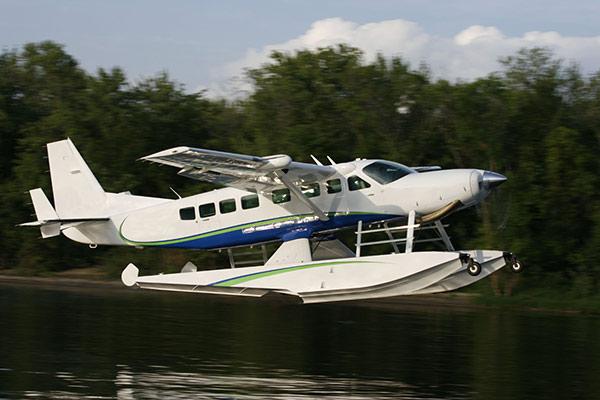 Cessna-Grand-Caravan-on-Wipline-8750-Floats-2-slideshow